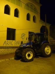 le tracteur de la police locale