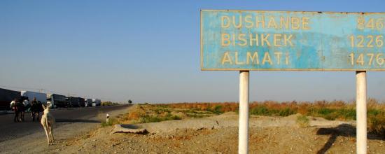 entrée en Ouzbekistan, poursuivis par un âne