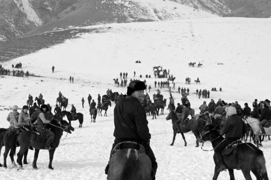 Ulak, jeux traditionnel, rassemblant des foules